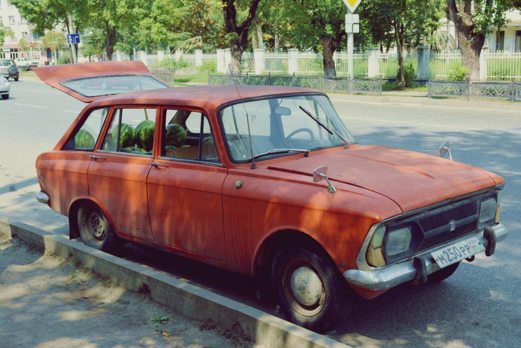 samochod-pelen-arbuzow