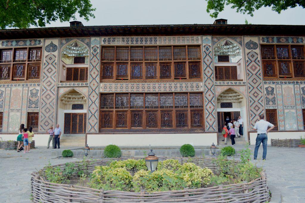 Pałac Chana, Szeki