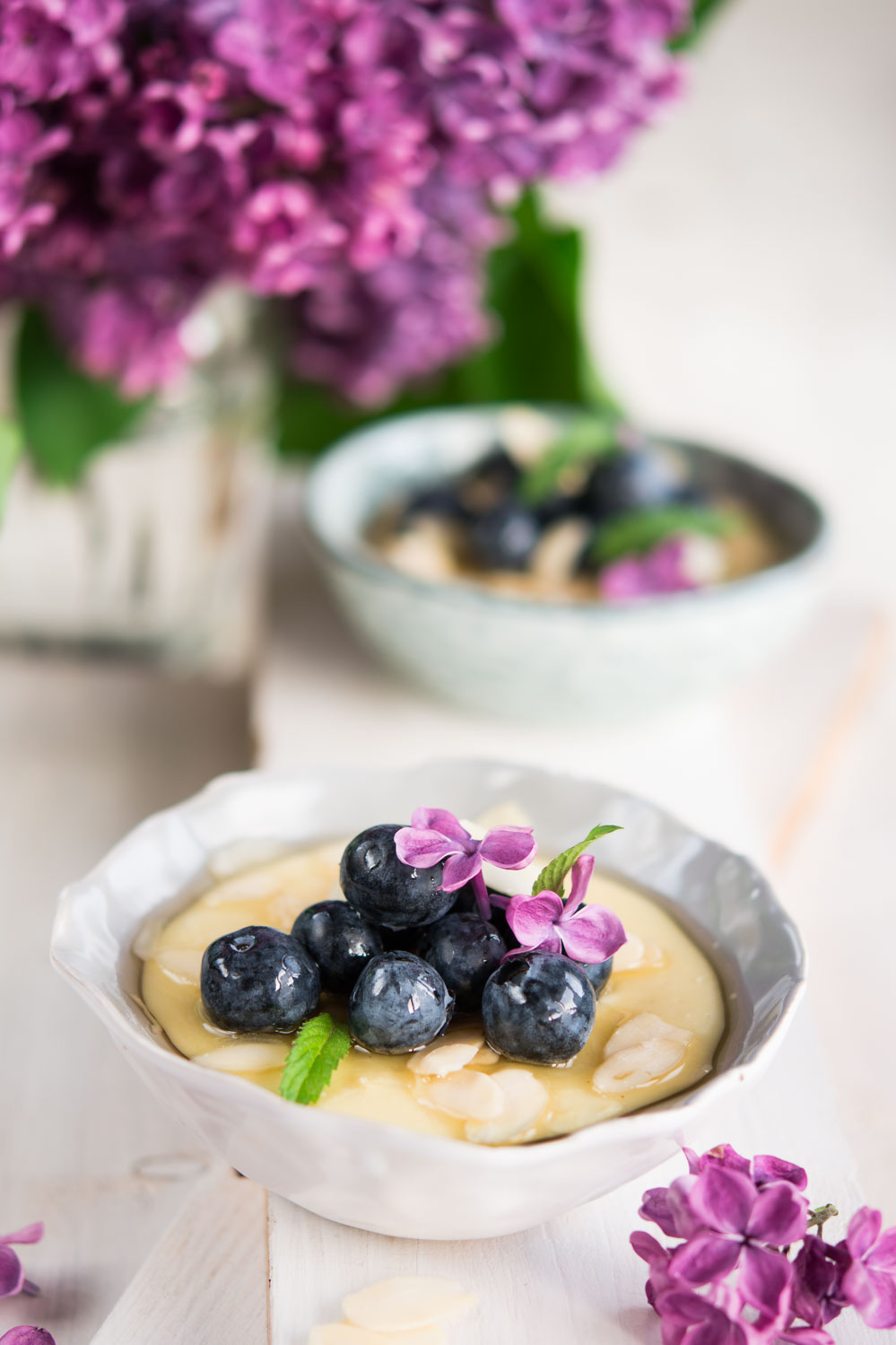 Migdałowa polenta z borówkami