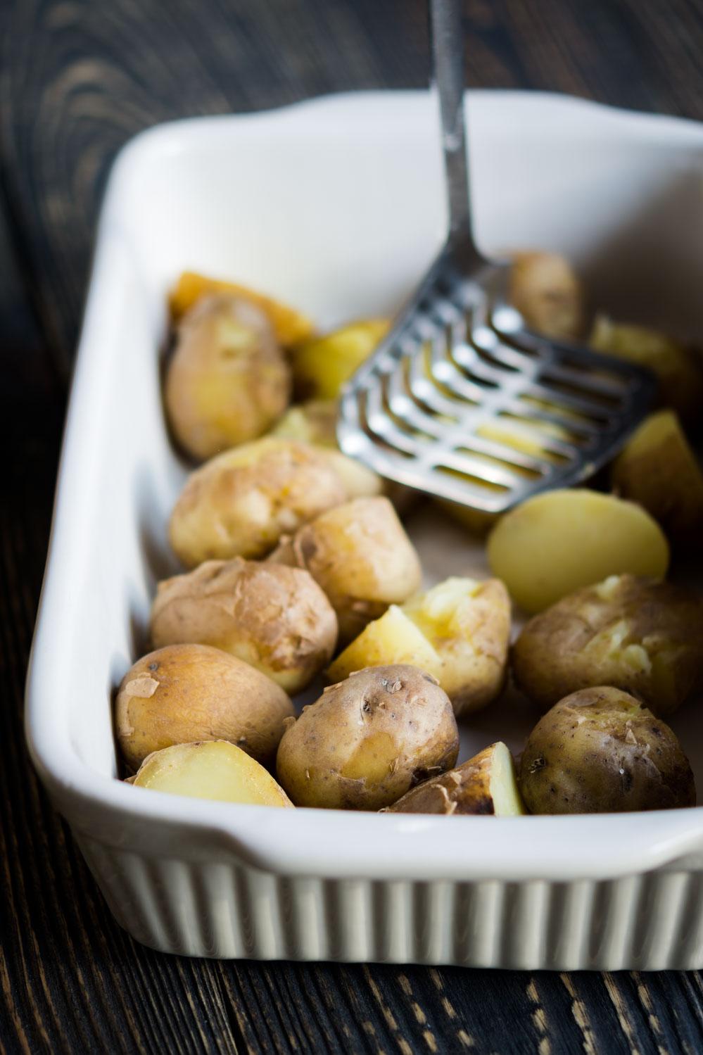 Młode ziemniaki zapiekane ze szparagami