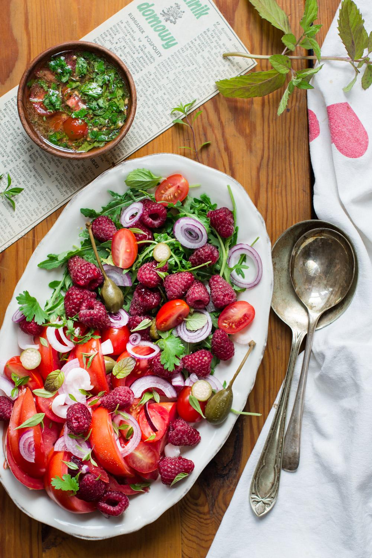 Sałatka z pomidorów i malin