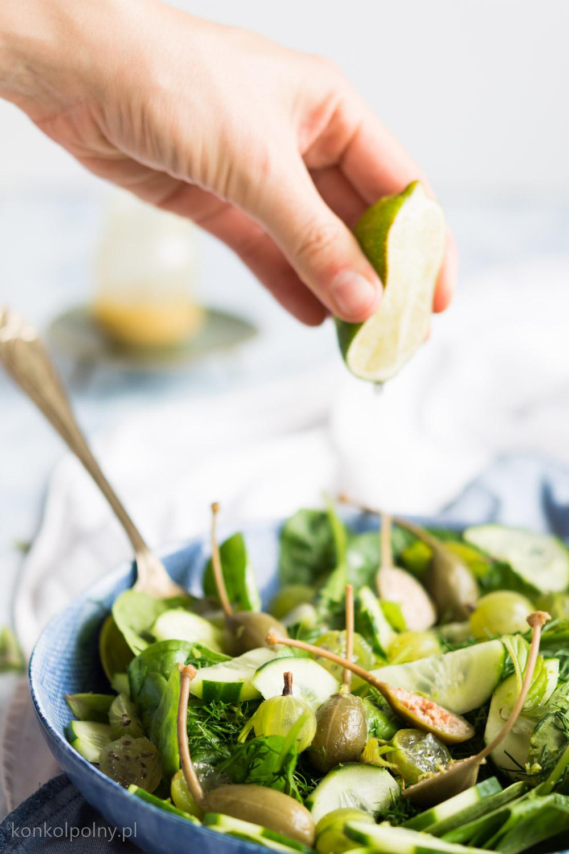 Zielona sałatka z agrestem